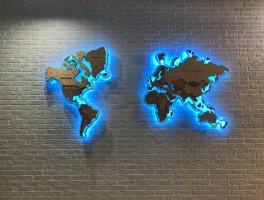 Карта Мира из фанеры с акриловой основой и RGB лентой
